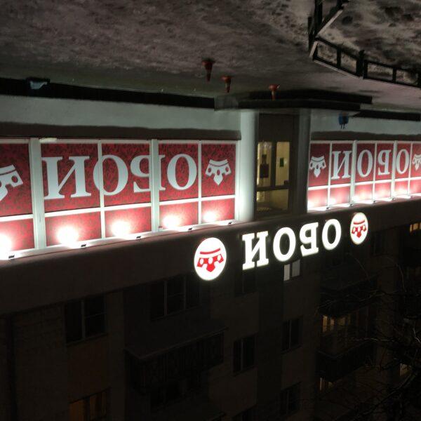 Оформление фасада магазина Обои